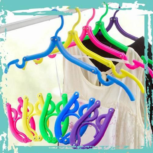 Móc phơi quần áo bằng nhựa với thiết kế gấp gọn tiện dụng